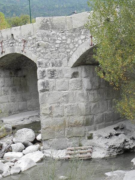 Pont sur la Vaïre