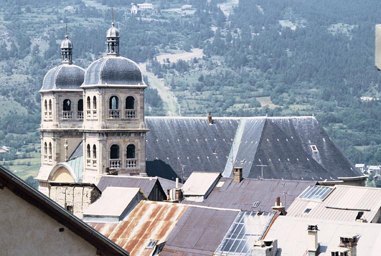 Eglise paroissiale Notre-Dame, Saint-Nicolas (ancienne collégiale)