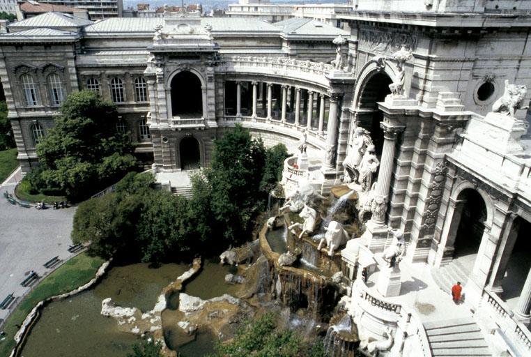 Musée dit Palais Longchamp, château d'eau, jardin