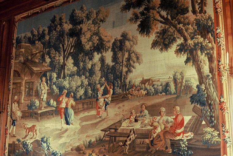 Décor intérieur du rez-de-chausée (hall d'entrée, grand salon, petit salon, fumoir, salle à manger) et du premier étage (deux chambres d'honneur de part et d'autre de l'antichambre)