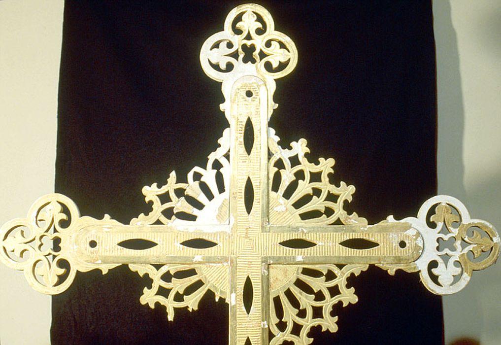 Croix de procession, vue partielle