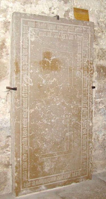dalle funéraire de Jean Robellini Charpentier et de Peronette, sa femme, vue générale