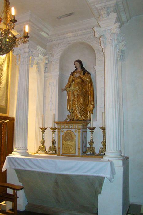 Décor et mobilier de la chapelle chapelle Sainte-Philomène (autel, tabernacle, retable)