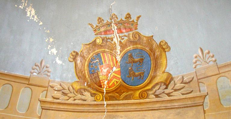 Peinture monumentale : armoiries, fleurs