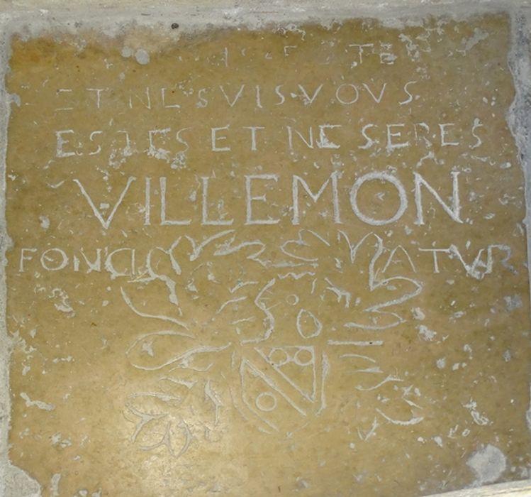 Dalle funéraire n1 : de Villemon