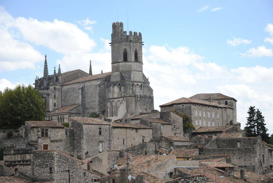 vue générale de la cathédrale dans son environnement