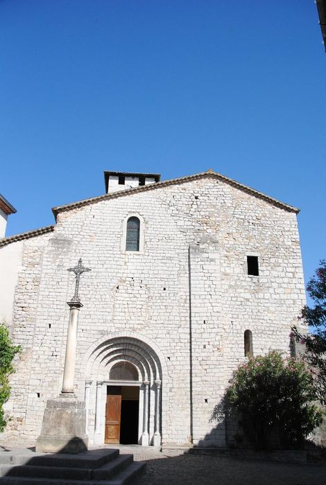 Eglise Saint-Pierre-aux-Liens: Façade occidentale, vue générale