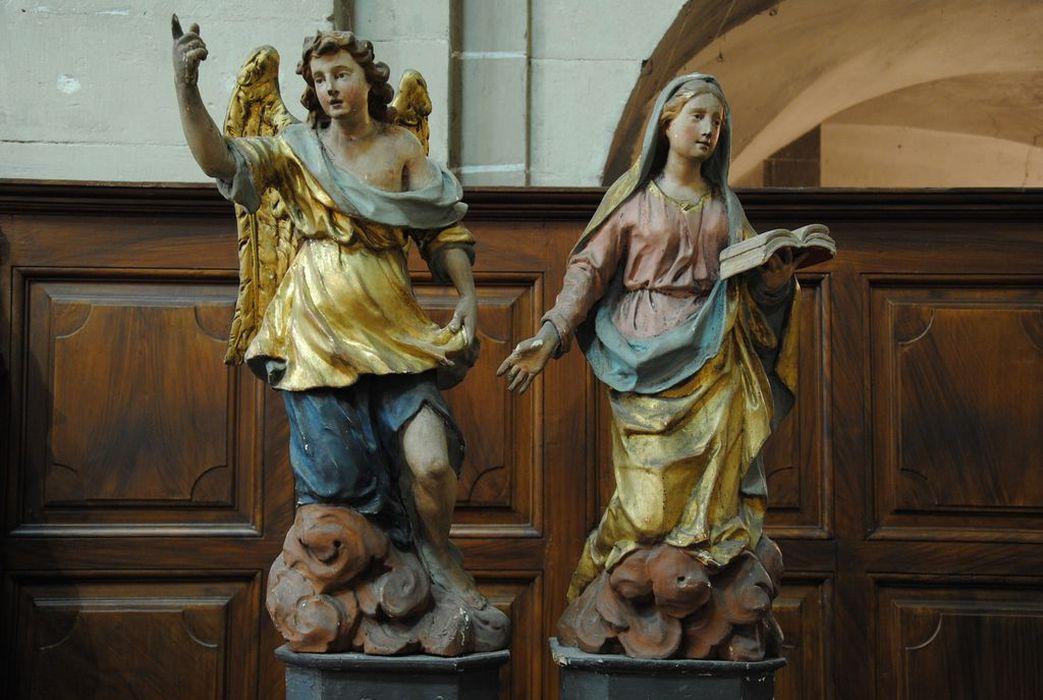 2 statues : groupe sculpté de l'Annonciation