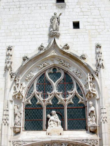 Groupe sculpté : Vierge de Pitié et statues : sainte Barbe, évêque et donateur