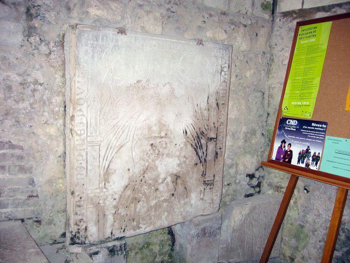 Dalle funéraire d'Isabeau, femme de Raoul Creissart