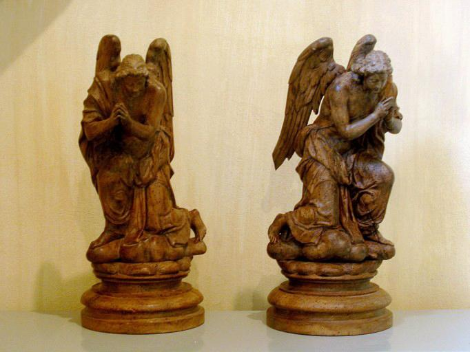 Quatre statuettes : deux anges, un pape et saint Denis (conservées au Trésor des Eglises de Brienne-le-Château)