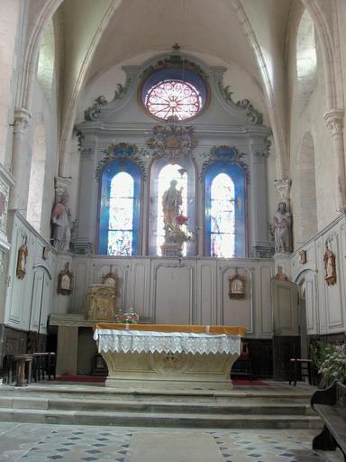 Maître-autel, tabernacle et lambris de demi-revêtement