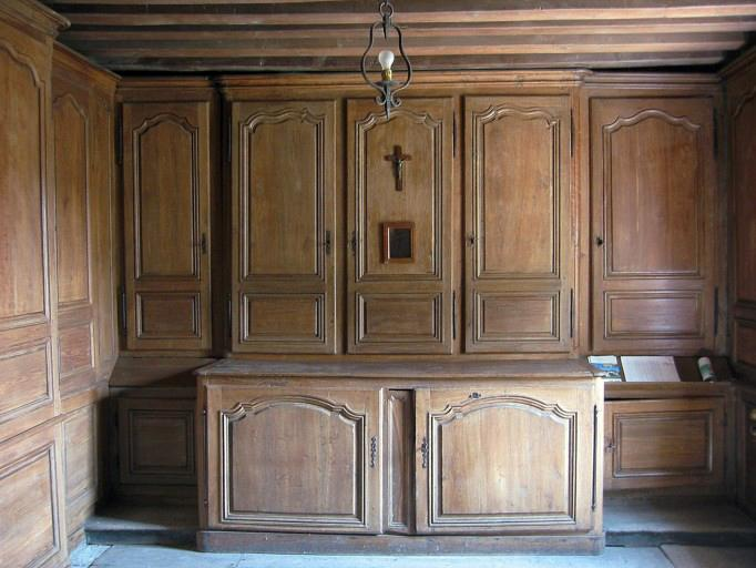 Lambris de revêtement et meubles de sacristie
