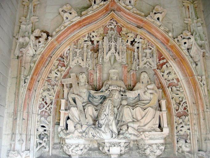 Tympan : Couronnement de la Vierge