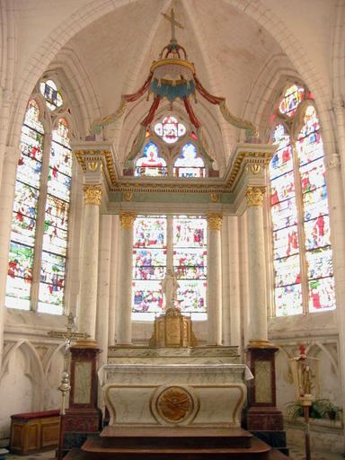 Maître-autel, tabernacle et baldaquin