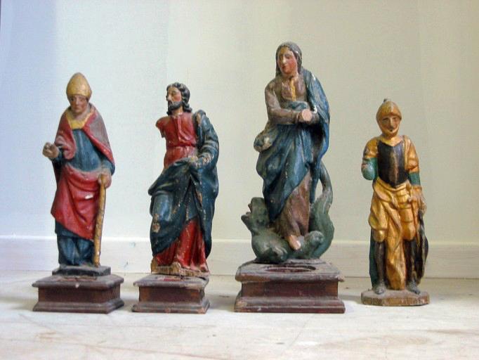 Quatre statuettes-reliquaires (déposées en mairie)