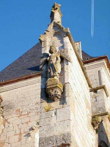 Statue : Saint Michel, socle