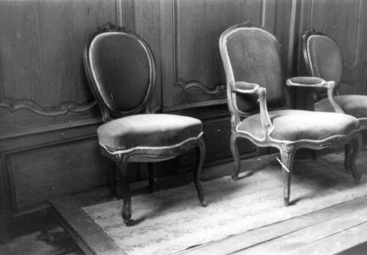 Fauteuil et 2 chaises (volées)