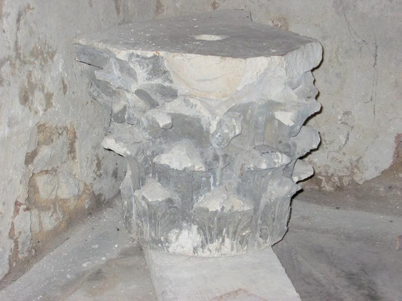 Chapiteau sculpté