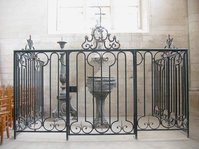 Clôture des fonts baptismaux