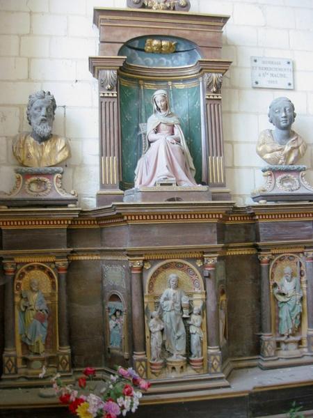 Retable, tabernacle, statue de sainte Maure