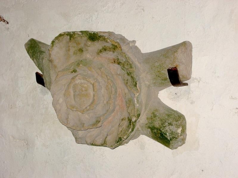 Clé de voûte sculptée : tête