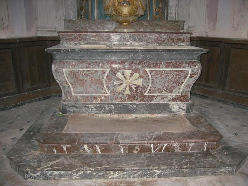 Maître-autel ; gradin d'autel ; degré d'autel