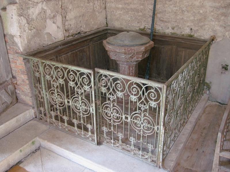 Fonts baptismaux ; clôture des fonts baptismaux ; lambris de demi-revêtement