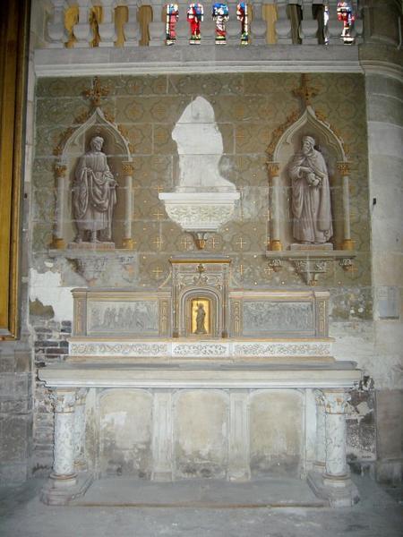 Autel et retable avec le Christ, peinture monumentale