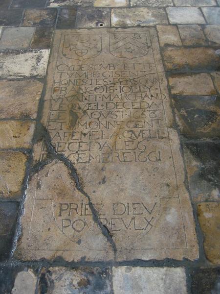 Dalle funéraire de François Jolly, marchand et Simonne Gent (?), sa femme