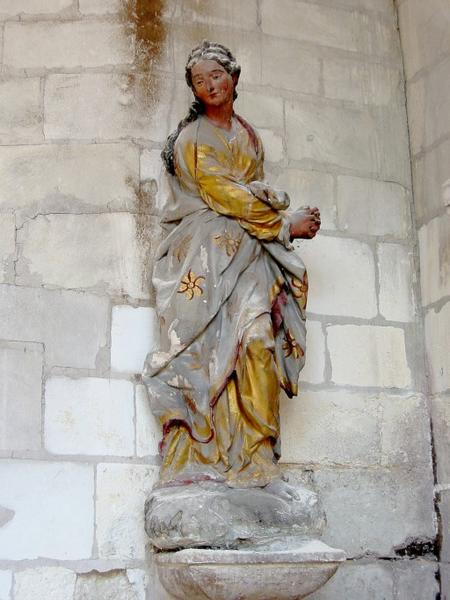 Statue : Sainte femme (Marie-Madeleine ?)