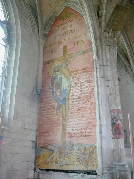 Peinture monumentale : Christ en croix sur un cimetière du front