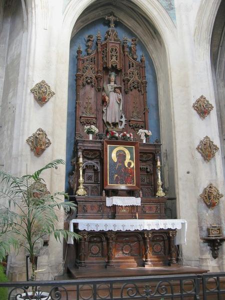 Maître-autel et retable, crédences