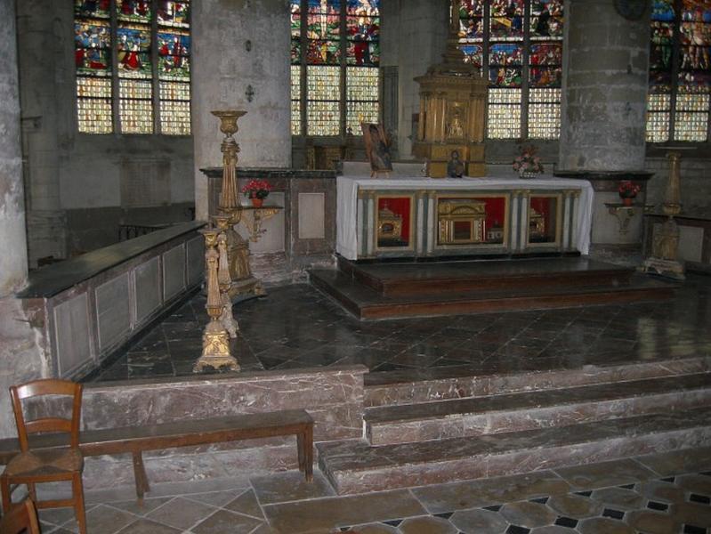 Degré du Maître-autel, lambris de demi-revêtement