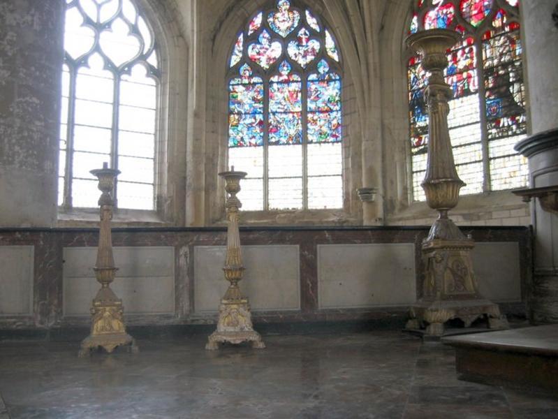 8 chandeliers d'autel