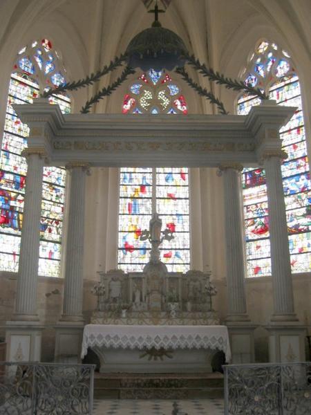Maître-autel et retable, tabernacle et baldaquin