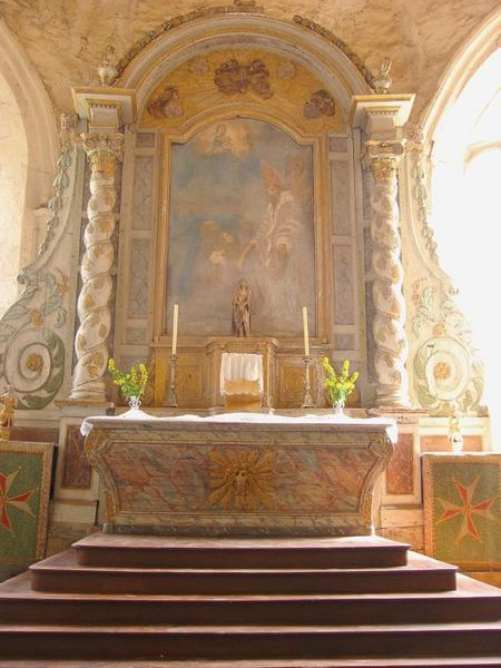 Autel et retable, degré d'autel, tabernacle