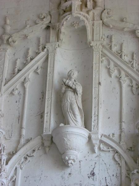 Statue : Sainte en prière