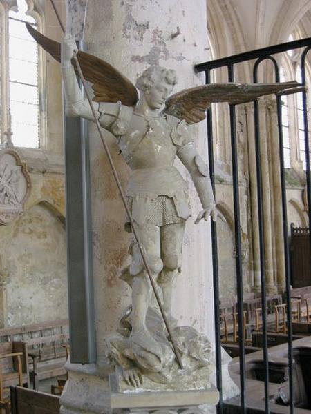 Statue : Saint Michel terrassant le dragon