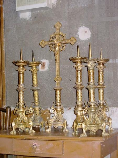 5 chandeliers d'autel, croix d'autel