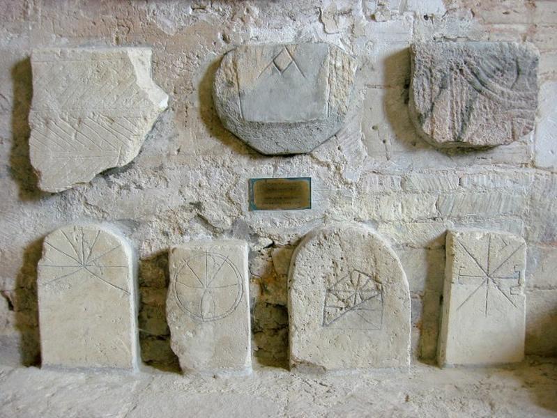 4 stèles funéraires