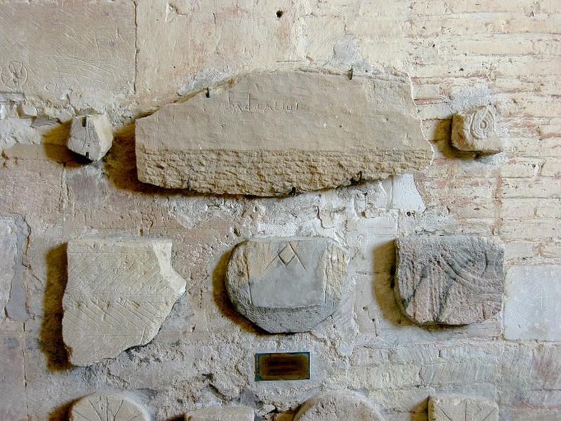 3 sarcophages