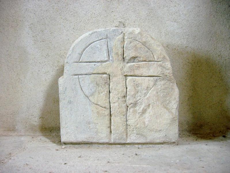 3 sculptures : stèles (?)