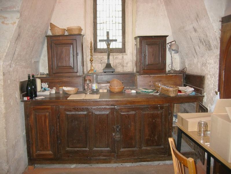 2 armoires à vaisselle liturgique