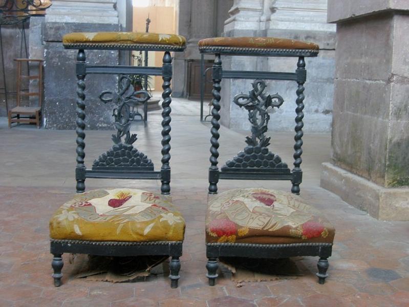 2 chaises à prie-Dieu