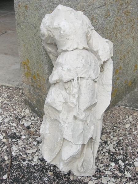 Statuette : Sainte femme