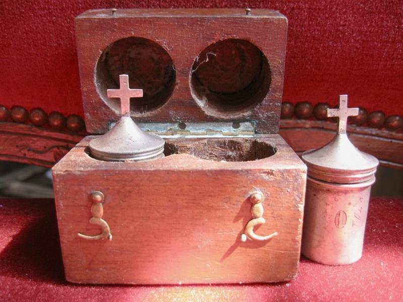 Coffret et 2 ampoules aux saintes huiles