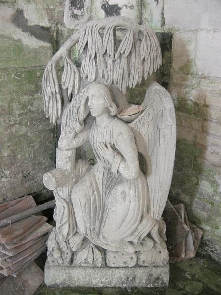 Stèle funéraire sculptée