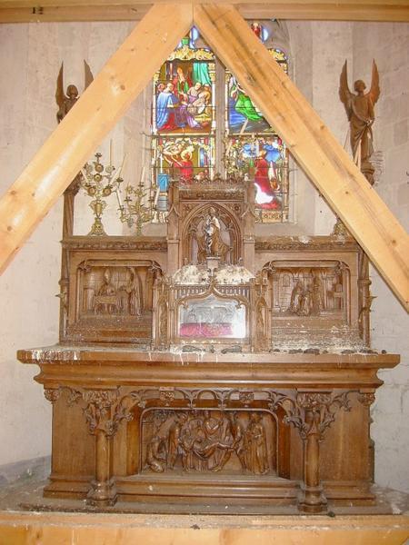 Autel, tabernacle, châsse (demi-reliefs)