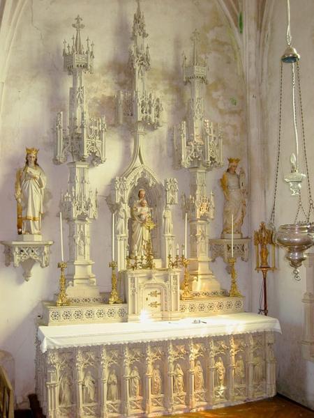 Autel et retable, tabernacle, 3 statues